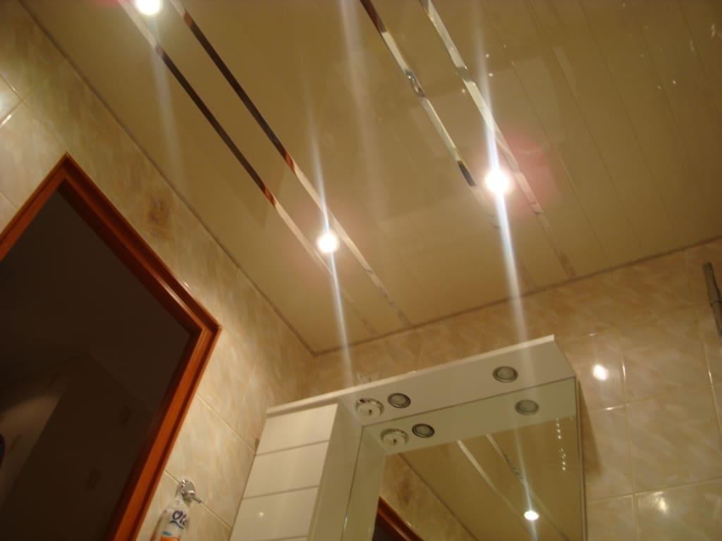 Реечный потолок в коридоре фото