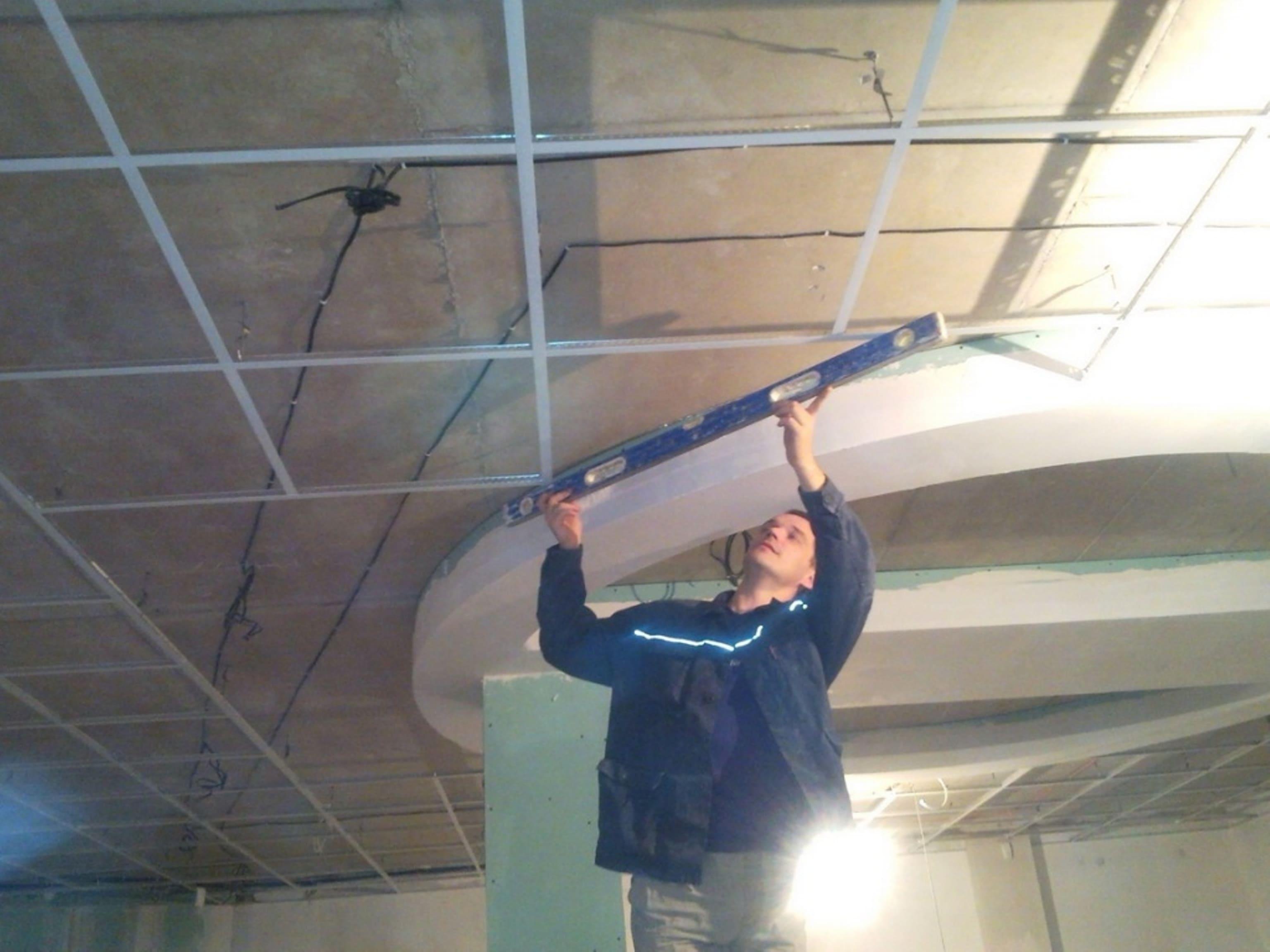 Как сделать правильно сделать подвесной потолок армстронг