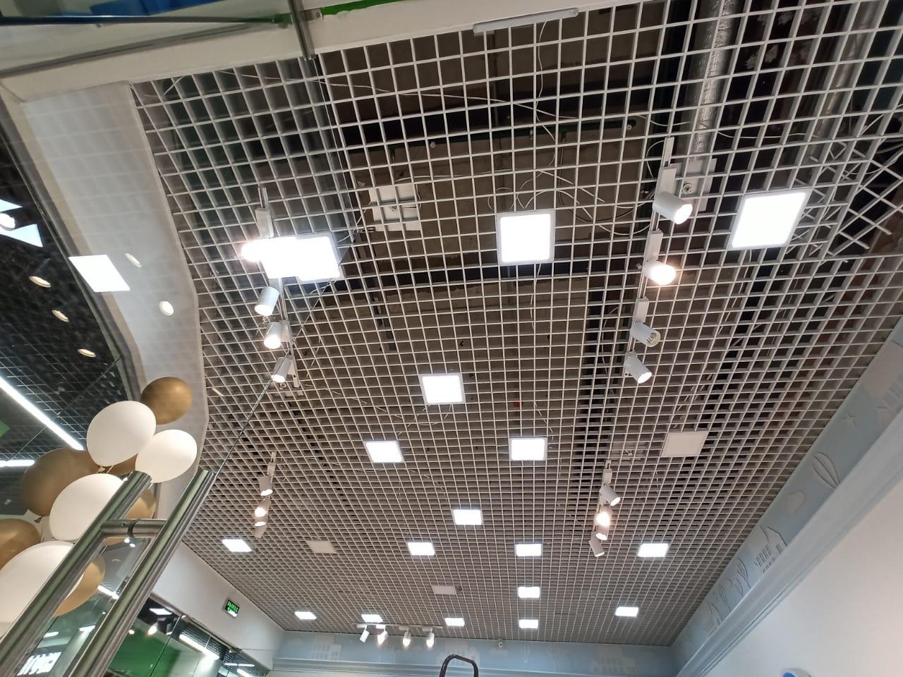 Потолок Грильято. Торговый центр