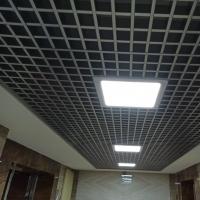 Подвесной потолок Грильято в коридоре с ячейкой 50х50