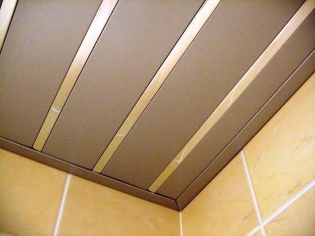 алюминиевый реечный потолок для ванной